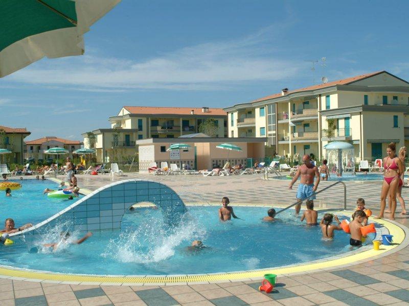 Residence Giardini di Altea con piscina a Lido Altanea di ...